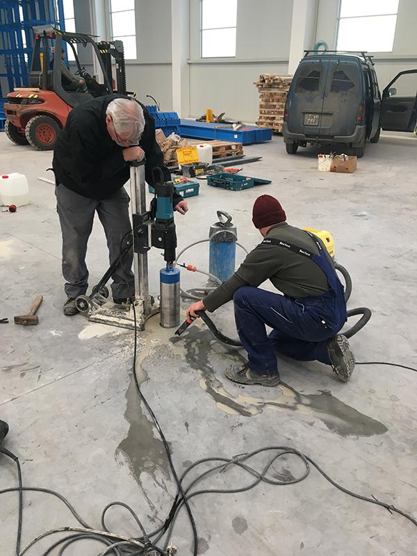 hűtővíz és betoniszap felszedés